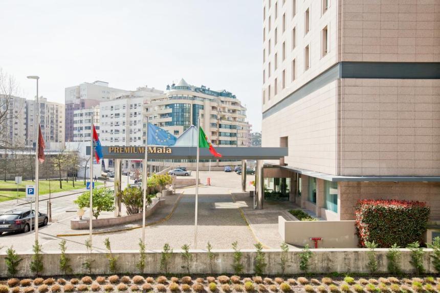 premium maia hotel