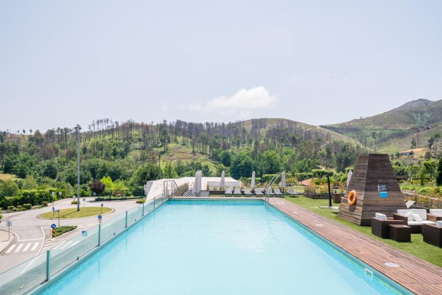 botica piscina booking