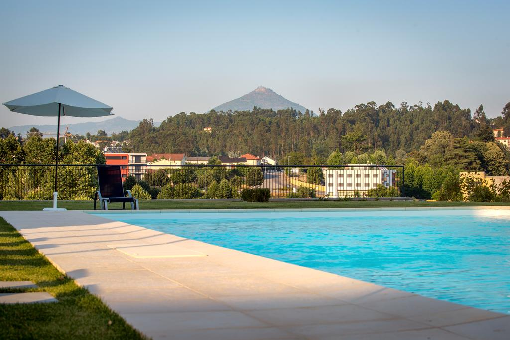 celorico piscina booking