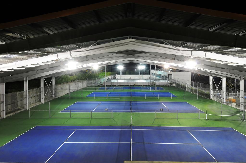 open village tenis booking