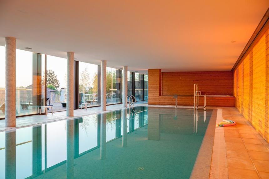templo piscina booking